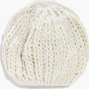 Boohoo , Knitted Beanie Hat - Cream