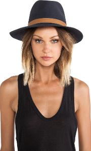 Janessa Leone , Lucy Hat